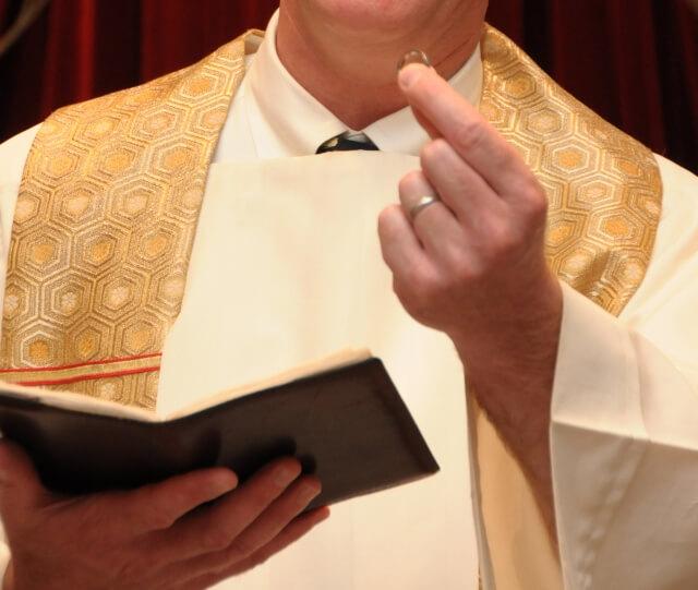 キリスト教の神父・牧師・司祭の違いとは?   アイスピ